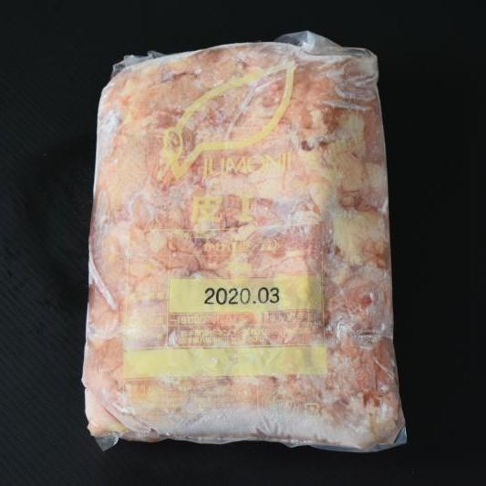 焼鶏の定番の鶏皮 業務用たっぷりの2k入れ 鶏肉 業務用 激安挑戦中 国産鶏皮冷凍2k 流行