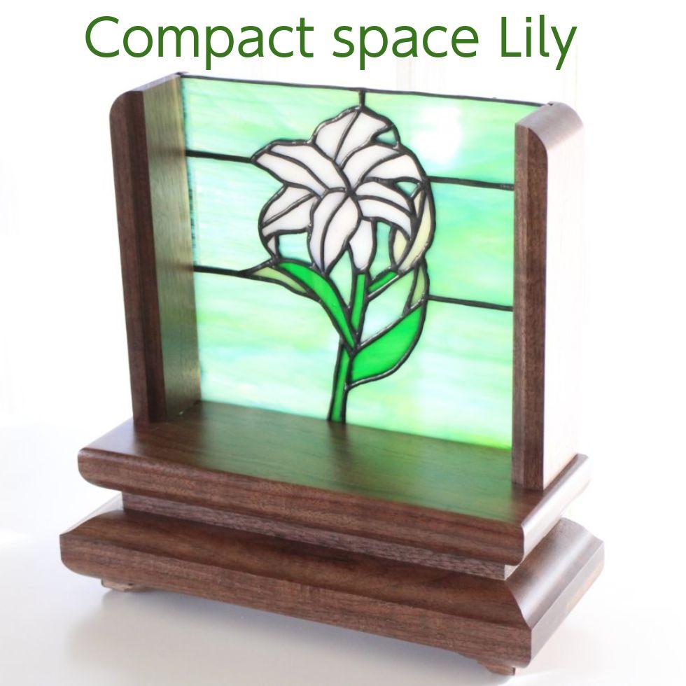 「オープン 仏壇 リリー・グリーン」ウォールナット材無垢 ステンドグラス