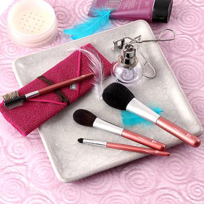 良質な素材と高い品質 熊野化粧筆 〈 発色が綺麗な4本セット 〉筆包み付   有限会社瑞穂・広島県