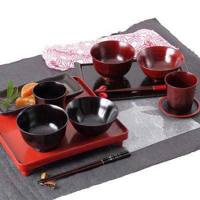 送料無料 伝統の技術を惜しげもなく込めた逸品 「伝」山中塗 汁椀・飯椀・カップセット