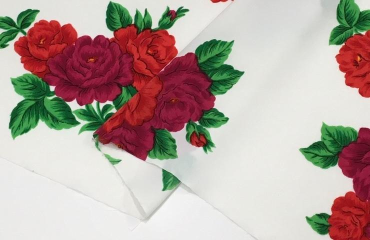 スカーフや婦人服 豊富な品 小物などに使われるのプリント生地 メーカー在庫限り品 ファイユ花柄プリント