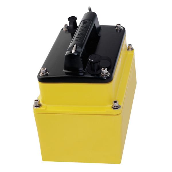 【エントリーで全品ポイント5倍!】【納期注意!】Raymarine レイマリン 振動子 M260 インナーハル 送料無料メーカー取寄せ。納期約1か月程度