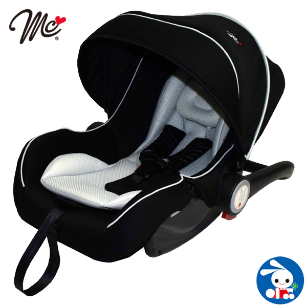 新生児 チャイルドシート 出産退院後、赤ちゃんを抱っこして乗っていいの?