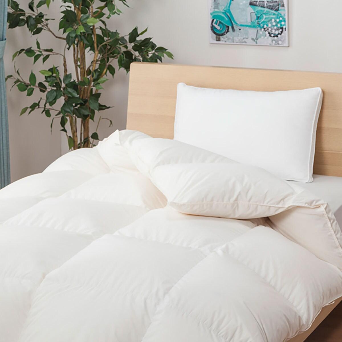 日本で充填 人気の製品 開店祝い 縫製をしているので ふっくらした仕上がりになっています ホワイトグースダウン93%羽毛布団 ボリュームアップ1.4kg ムーンシャンテン3 玄関先迄納品 セミダブル ニトリ 送料無料 1年保証