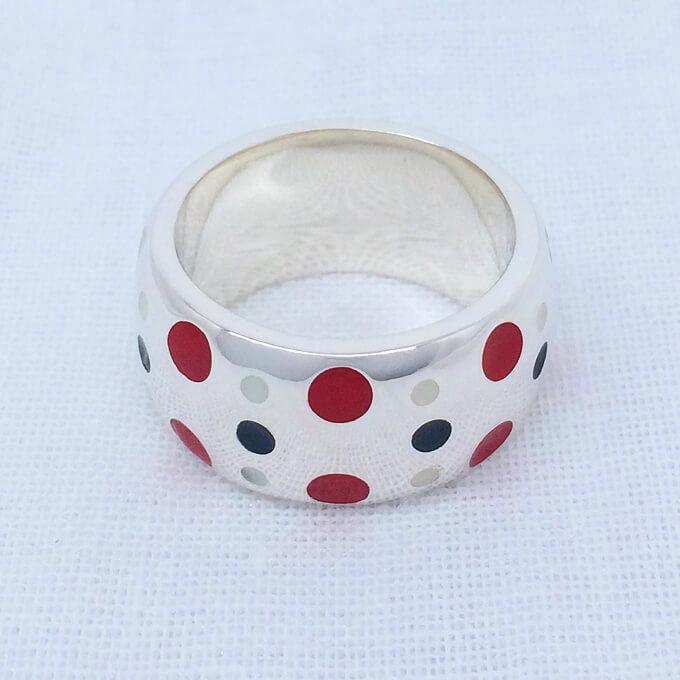 水玉りんぐ、太(シルバーリング+白黒赤のレジン) ドット 可愛い 指輪 シルバーアクセサリー メンズ レディース ペアリング 5~30号 0.5号刻みで製作可能 大きいサイズ