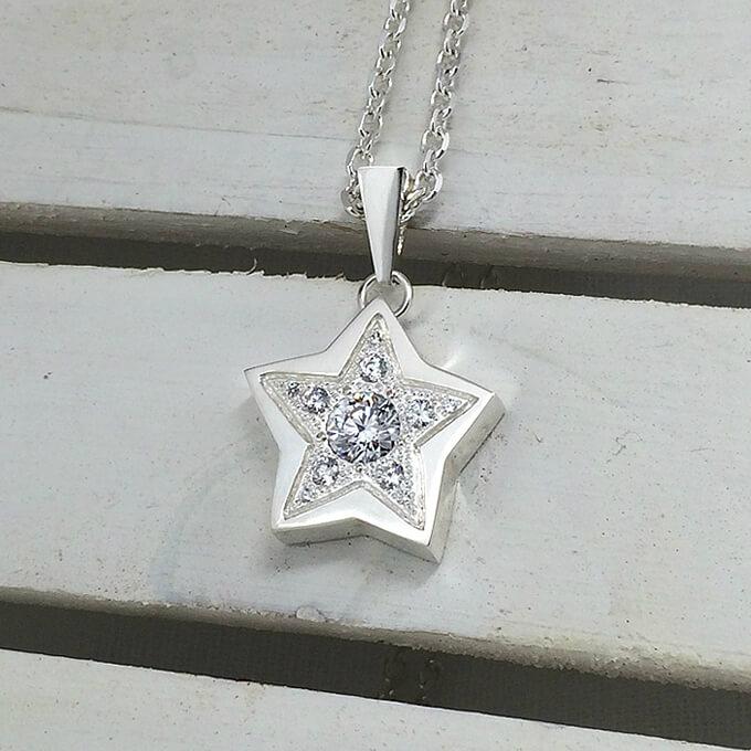 ラッキースターのネックレス シルバーアクセサリー ハンドメイド 可愛い かわいい プレゼント 誕生日 クリスマス バレンタイン ホワイトデー
