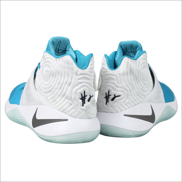 5bec858318b4  SOLD OUT  Nike NIKE chi Lee sneakers KYRIE 2 XMAS chi Lee 2 Christmas  823