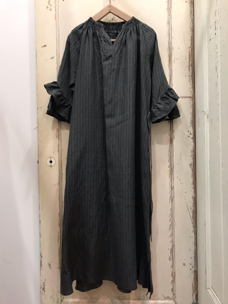 CLOTH&CROSS(クロスアンドクロス) リネンストライプベルト付きワンピース グレー×ブラック