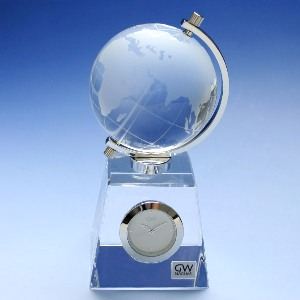 クリスタルガラス の 置き時計【グローブ】クロック【文字彫刻】【名前彫刻料込】置時計 おしゃれ【10P20Oct14】NARUMI製 オリジナルメッセージ 名入れ 込の 記念品 退職 卒業式 永年勤続 新築祝い にお勧めです