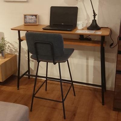 棚付きカウンターテーブル ナチュラルウッドカラー スチール&ウッド 木製天板 スチールフレーム ブラック ハイデスク バーテーブル アジャスタ付き
