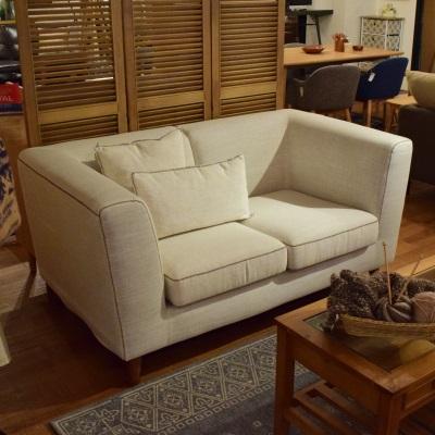 ソファ 肘と背もたれが同じ高さのタイプ シンプルソファ ホワイト クッション付属 素材感のあるソファ