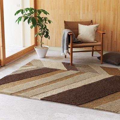 ギザギザ模様のラグ 暖色系の暖かみあるラグ モダン シンプル ホットカーペット対応 防ダニ 絨毯 カーペット 敷物 こたつ敷きにもなる