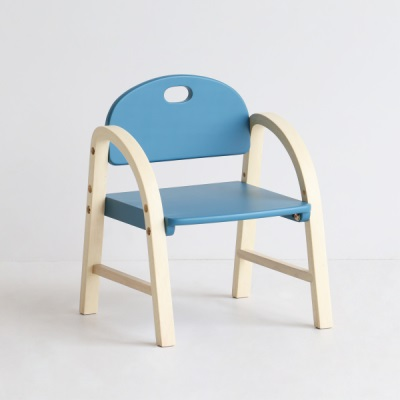 キッズチェア 正規認証品!新規格 子供用チェア 子供椅子 椅子 アームチェア 即納品 優しい形をした椅子 チェア アールを持たせたチェア お子様が触っても安全な仕様 丸い 送料無料 数量限定 子供チェアー 取っ手機能 背もたれ 持ち運び簡単 木製 可愛い ローチェア