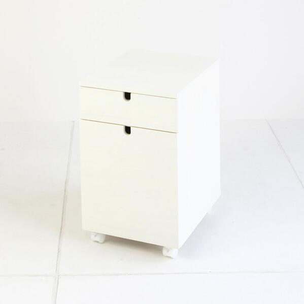 可愛らしいホワイトカラーのサイドチェスト 天然木使用 アンティークホワイト 白いローチェストカントリー ガーリー デスクサイド ミニチェスト 書類用キャビネット 大人ガーリー