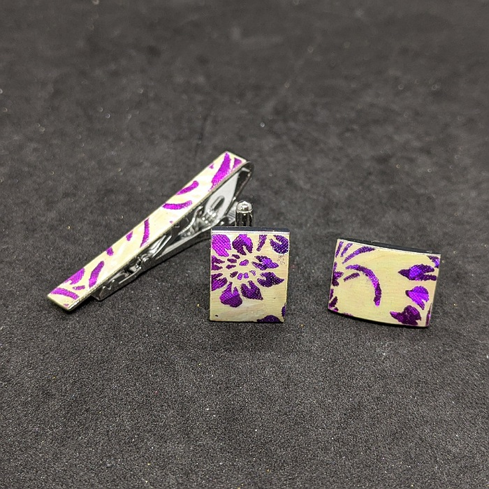 市販 着物職人手作り ネクタイピン カフスボタンセット 更紗小紋 紫ダイヤ箔使用 本あわび白螺鈿 返品不可
