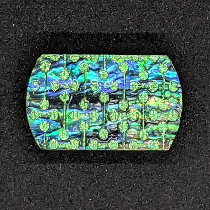 京都の伝統工芸士が手掛ける一点もの 高級感のある ラグジュアリーを日常に プレゼントに最適 目立つ 爆買い新作 金彩工芸 入手困難 ひとつひとつ心を込めて作っています クリスマスプレゼント 帯留め 大 送料無料 金彩 京都 着物職人手作り 本あわび黒螺鈿 変り小紋 日本製 緑ダイヤ箔仕様お出かけ用 プレゼント ギフト対応 珍しい 誕生日プレゼント 上品 おしゃれ 一点もの ギフト用 母の日 どこにもない 和 ギフトラッピング無料 ラグジュアリー