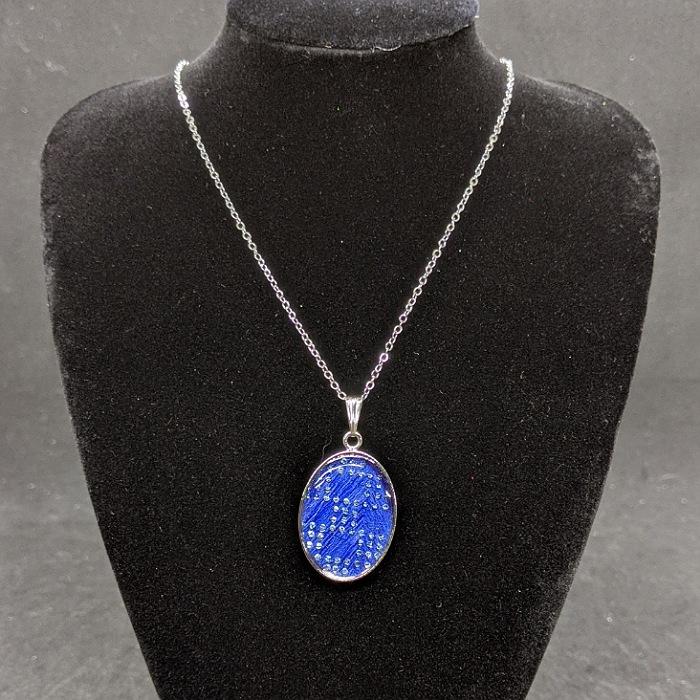 着物職人手作り 実物 ネックレス:瑠璃色箔に通し市松小紋 水色ダイヤ箔使用 新登場