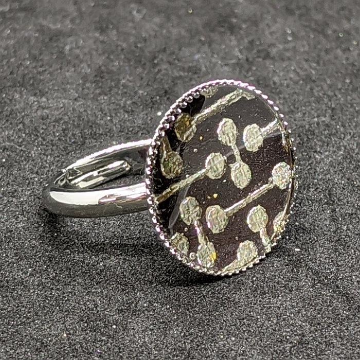 着物職人手作り 評判 指輪 フリーサイズ :鈍 信憑 色箔に変り小紋 にび 銀ダイヤ箔使用