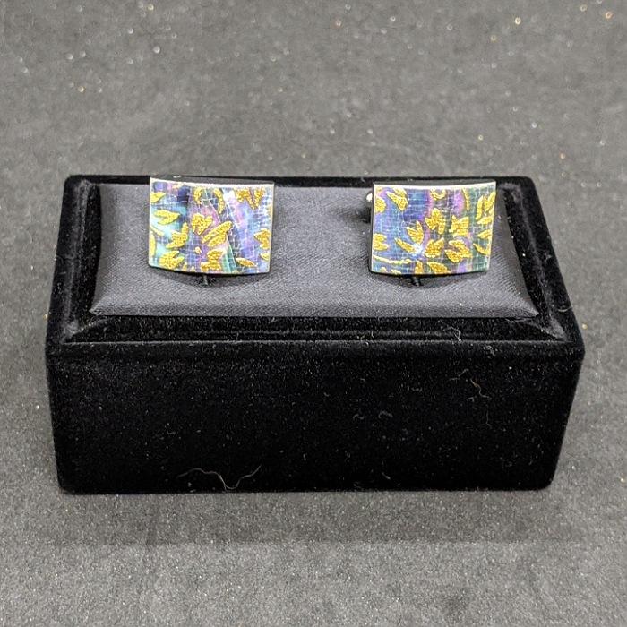 大幅にプライスダウン 着物職人手作り カフスボタン 本あわび黒螺鈿 本金箔使用 休日 更紗小紋