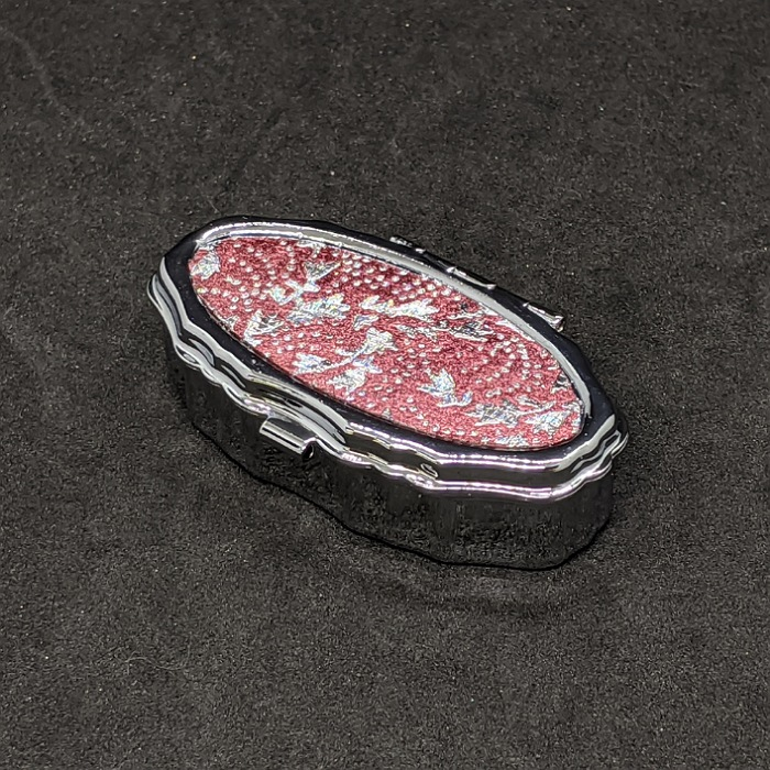 メーカー公式ショップ 着物職人手作り ピルケース楕円:桃色箔に鮫更紗小紋 銀ダイヤ箔仕様 セール特別価格