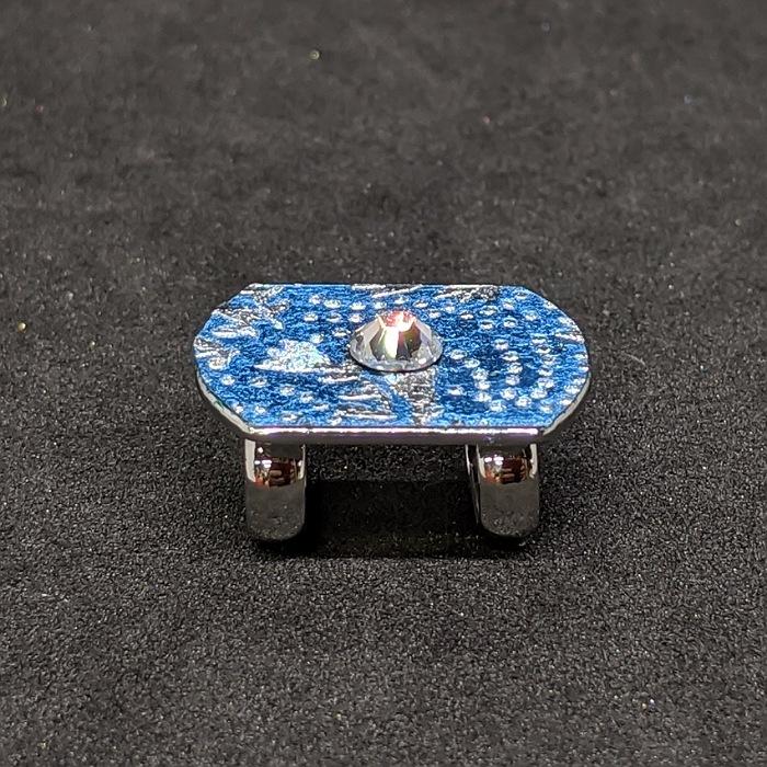 京都の伝統工芸士が手掛ける一点もの 高級感のある ラグジュアリーを日常に プレゼントに最適 目立つ 金彩工芸 ひとつひとつ心を込めて作っています クリスマスプレゼント 帯留め 極小 送料無料 京都着物職人手作りスワロフスキー付き新橋色箔鮫更紗小紋銀ダイヤ箔仕様 お出かけ用 プレゼント ギフト対応 日本製 一点もの 珍しい 和 ラグジュアリー 出色 誕生日プレゼント ギフト用 ギフトラッピング無料 上品 特価品コーナー☆ どこにもない おしゃれ 母の日