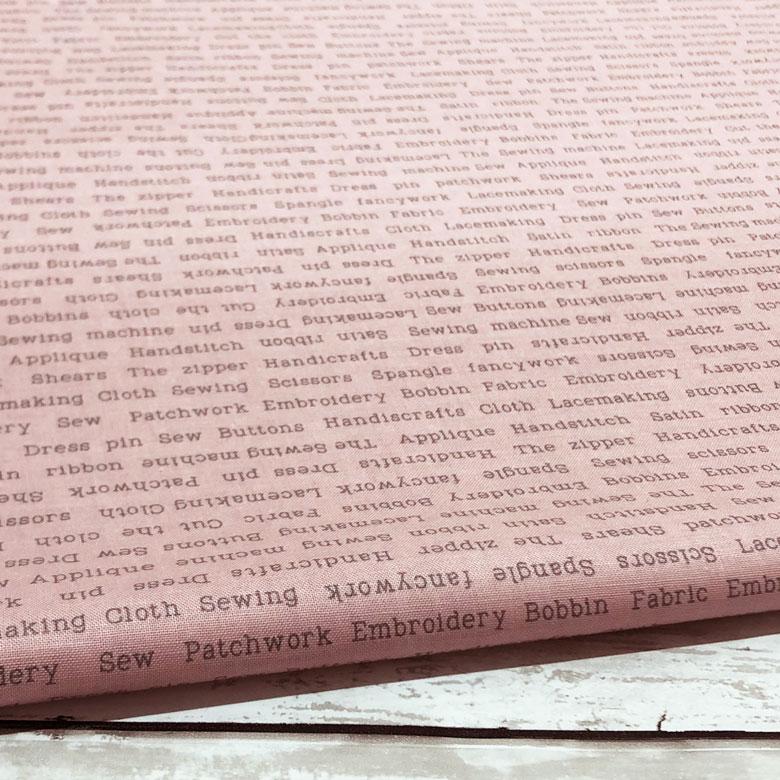 即納 日本製 在庫処分 クレンゼ CLEANSEスケアー 生地 特価キャンペーン 10センチ単位 抗菌 抗ウイルス イータック 綿スケアー ピンク 布 英字柄 商用利用可 国産 コットン100% CLEANSE ハンドメイド 布マスク Etak 手芸 おしゃれ