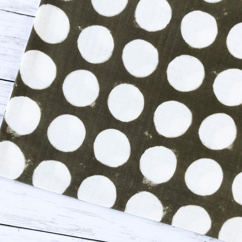 手染めのようなにじんだドットがオトナお洒落なダブルガーゼ 10センチ単位 日本製 25%OFF 大きなドット ダブルガーゼ ブラウン 日本未発売 生地 布 コットン100% Wガーゼ ガーゼ生地 ハンドメイド ベビー 商用利用可 ストール スカート 水玉 手作り 手芸 プルオーバー にも最適