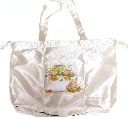お出掛にもう一つマンハッタナーズレインバッグを持って荷物が増えた時便利 マンハッタナーズ 値下げ ミケちゃんの花冠 猫雑貨 レインバッグいつでもどこでも使えそう ネコグッズ 低価格化