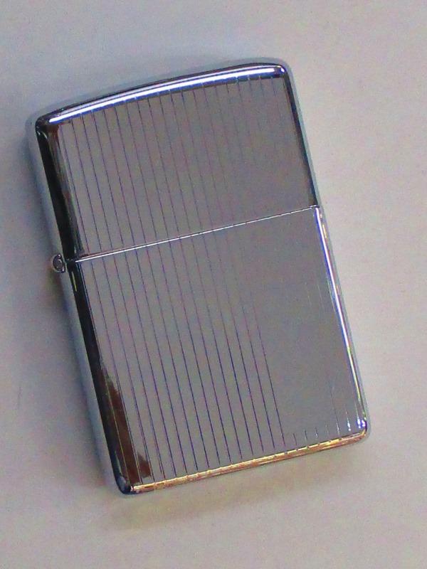 ビンテージZippo エンジンターン (薄い縦ストライプ柄) 傷あり 1978年製未使用 傷あり (Z5-109), 湯もみの鉄人:946c0221 --- sunward.msk.ru