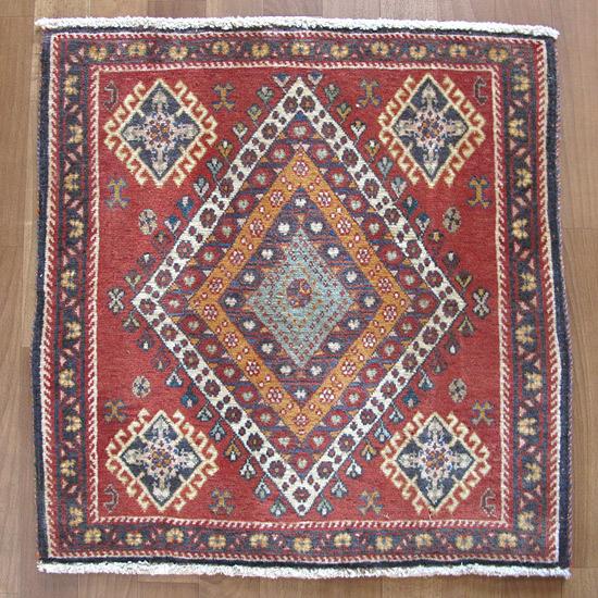 カシュガイ絨毯 座布団サイズ65×63cm
