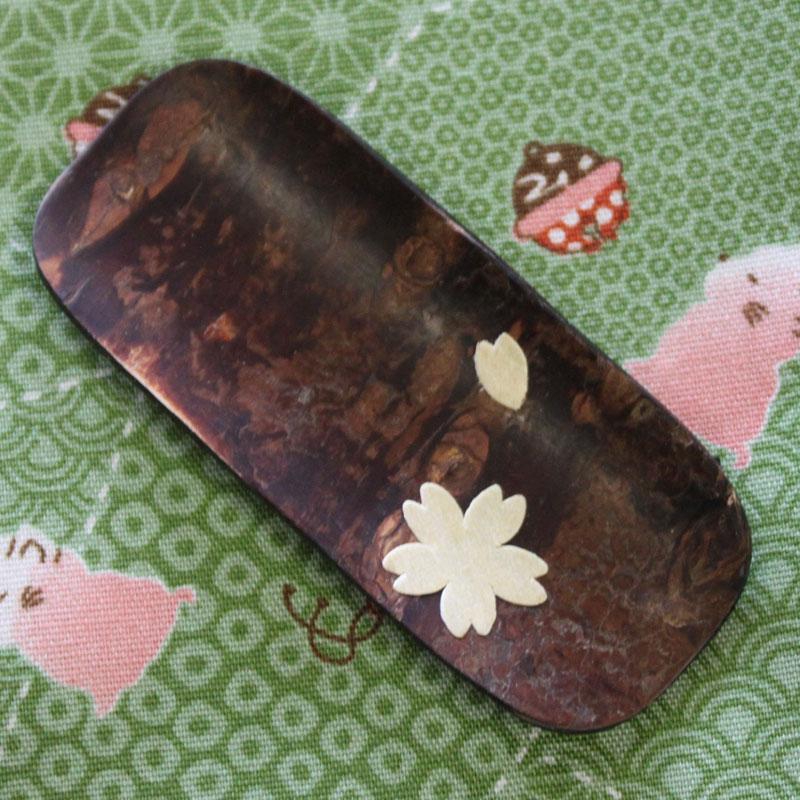 秋田の伝統工芸 ランキングTOP10 桜皮細工 桜の皮は湿気を抑える性質があり 茶筒などに適しています 茶み 桜 和 工芸 ギフト 雑貨 茶筒 プレゼント 民芸 お土産 お茶 お洒落 小物 秋田