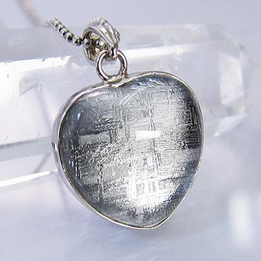 ☆送料無料☆ パワーストーン 隕石 ギベオン ネックレス 水晶コーティング ハート型 トップ:約19×19mm天然石 【ゆうパケット不可】