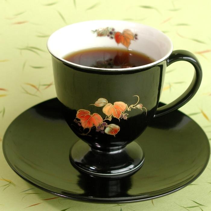 京焼・清水焼カップ&ソーサー(ブラック・山ブドウ)
