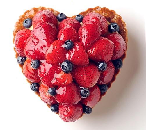 バースデーケーキ 誕生日ケーキ 記念日ケーキ フルーツケーキ バースデーケーキ用に 記念日に 日本正規代理店品 お祝い用に 無料 フレッシュな苺を沢山使って ハート型のいちごとブルーベリーのタルト 冷蔵でのお届けになります バースデイケーキ 記念日 ☆ 冷蔵発送 記念日ケーキ用に