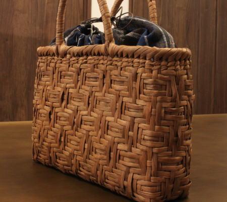 山葡萄 かごバッグと手紡ぎ綿糸を草木染し手織りした布の落とし込み巾着のセット 【SHOKUの布 コースター2枚プレゼント中】 (やまぶどう、山ぶどう)SA-3102/3 籠バッグ /送料無料 想いを繋ぐ百貨店【TSUNAGU】