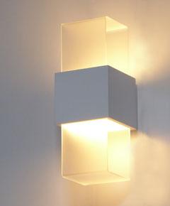 ブラケットライト 壁掛け取付照明 ホワイト色 【 joy-LED ジョイ 】 【 E17 LED電球 5W×1 電球色 】 【 アクリル 木塗装仕上 】 【 H300×W115×D130 】 【 省エネ 】 壁面取付照明  dcs デザイン照明