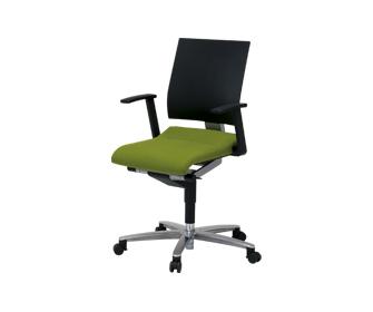 輸入オフィス家具Wilkhahn Solis肘付きチェアー背:樹脂 座:布張り【送料無料】【smtb-TK】【YDKG-tk】【fsp2124】【fs2gm】【fs3gm】