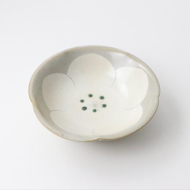 梅のお花がかわいい 使いやすい陶器の深鉢 陶器 粉引 15cm鉢 白梅 美濃焼 日本製 おしゃれ オシャレ かわいい 鉢 サラダ 食器 人気ブランド多数対象 全国どこでも送料無料 使いやすい シンプル フルーツ 和食器 皿 ナチュラル 便利 使える うつわ