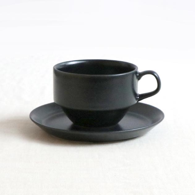 マットなブラックカラーがおしゃれなカップ 価格 交渉 送料無料 ソーサー 260ccカップソーサー ブラック 黒 おしゃれ オシャレ 磁器 コーヒー 珈琲 コーヒーカップ コーヒー碗 食器集め 積み重ね お家時間充実 美濃焼 スタック可 シンプル 国産 おうちカフェ おうち時間 テーブルコーデ セット キッチンの相棒 現金特価