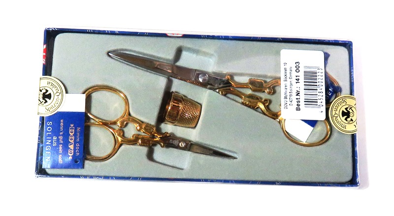 ゾーリンゲン ドボ 刺繍ハサミ 2サイズ組、 金メッキ足 指貫付 上品な最高級ハサミ ギフトケース入