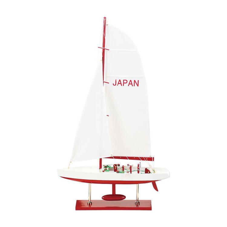 爽やかなヨットの置物です 置き場を選ばないフォルムとカラー レッドとブルーの2色 人気上昇中 が魅力的です プレゼント ルームアクセサリーにいかがですか? 帆船 25NR 25NB 完成模型 置物 ルームアクセサリー ストアー 雑貨 小物 ヨット インテリア ギフト