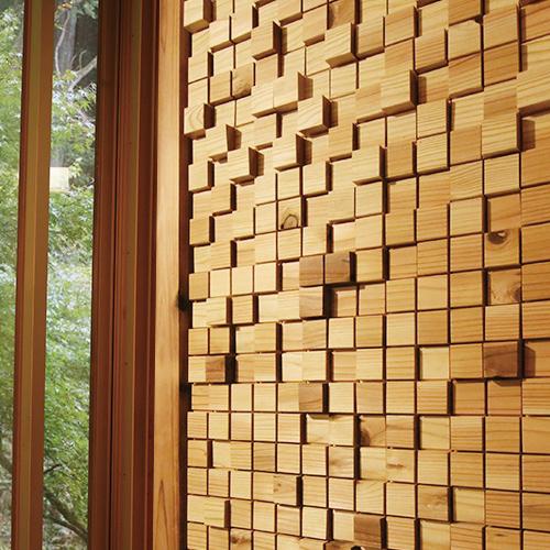 ハンドタッカーで簡単施工、壁紙の上からも張れるウッドタイル 室内用壁材 ウッドタイル 45×45×12+21mm 立体デザイン 1平米/498枚セット