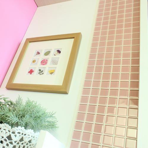 送料無料 DIY TILE モザイクタイル ガラス ピンク ふしぎなシール 10シート