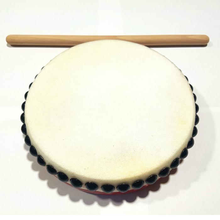 With one EISA drum パーランクー (very much) 21cm in diameter drumstick