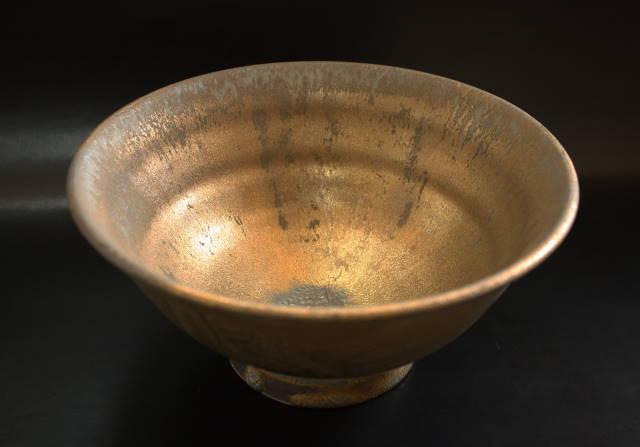 やちむん/鉢/そば鉢/一点物 沖縄の金色の陶器やちむん・燻金色 魚紋そば鉢(1)[黒陶黄金色]器 うつわ 沖縄の陶器作家/送料無料