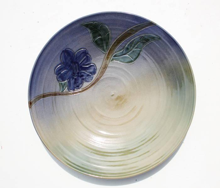 やちむん 皿/沖縄の陶器 やちむんの皿/プレート大皿/青色/花柄