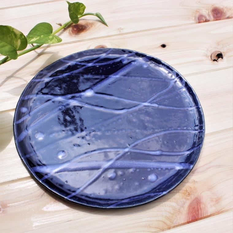 やちむん 皿/沖縄の陶器 やちむんの皿〈出産祝い〉〈新生活〉〈結婚祝い〉〈引出物〉プレート[一点物] 中皿 8寸皿 ヤチムン/水面皿/藍色