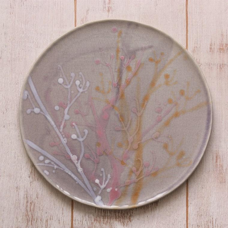やちむん 皿〈新生活〉〈結婚祝い〉〈引出物〉沖縄の陶器 やちむんの皿/プレート[一点物] 中皿 8寸皿 ヤチムン/水面皿/薄紫色