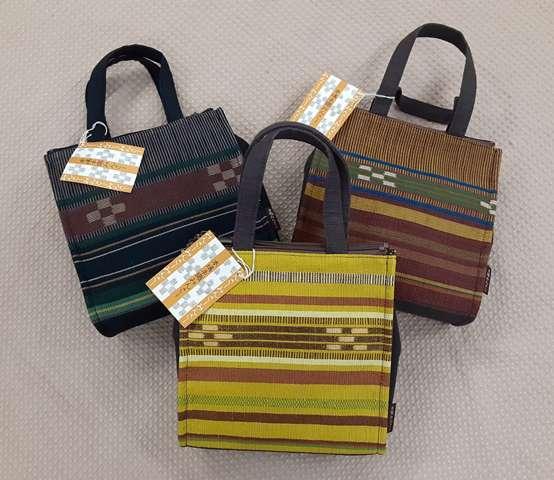 倉庫 5☆大好評 沖縄の手織りミンサーのおしゃれな手提げ洋服でも着物にも合わせられます ミンサー手提げ残りは茶色と深緑のみ