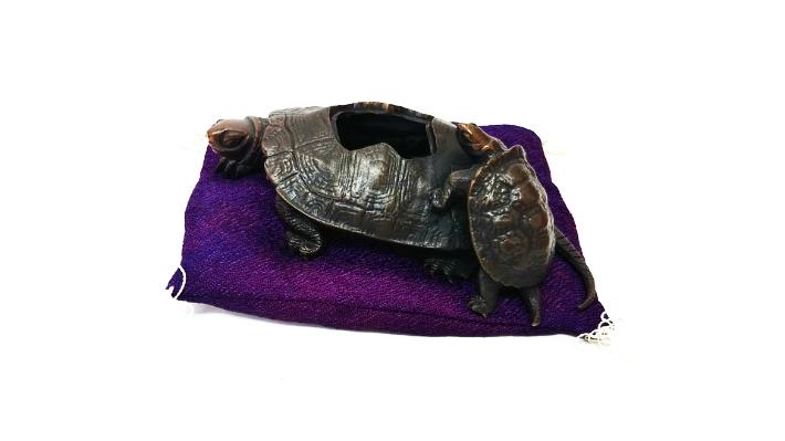 【中古】カメ 置物 亀の親子 吉祥長寿 瑞峰作 蝋型 高岡銅器 伝統工芸品 日本製